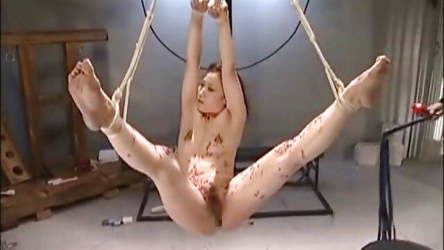 Pornografia sensual sem registo.  Amarrado filme pornô de mulher japonesa a Zapper